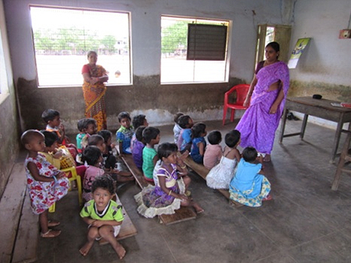 TEACHING RHYMES IN DAY CARE CENTRE